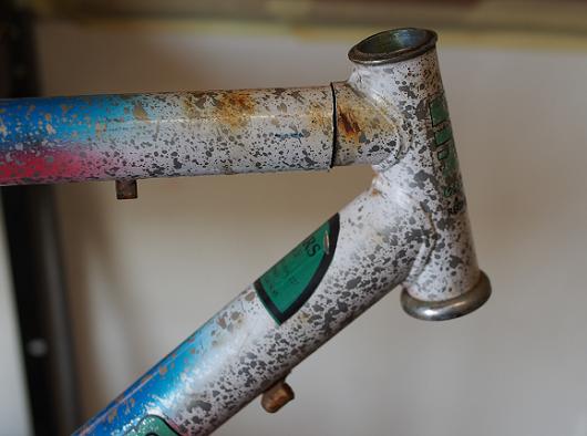 Dettaglio del taglio tubo sterzo