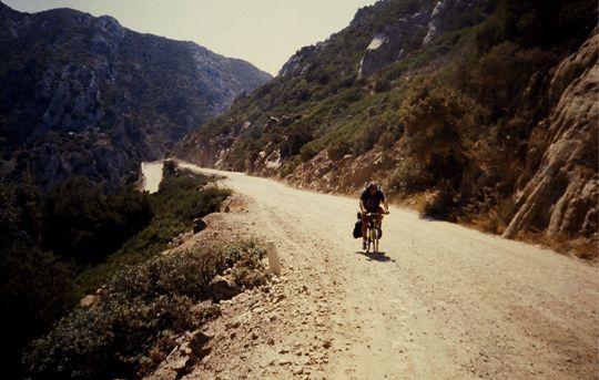 bici su strada bianca
