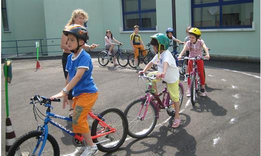 bambini in bici