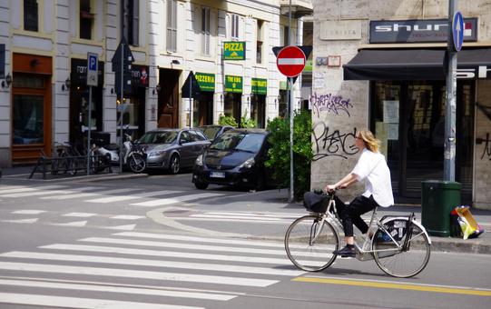 Viale Tunisia Ciclista Ciclabile