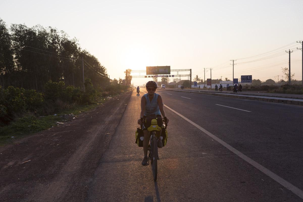 Ciclista e alba