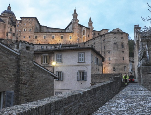 Il camminamento murario di porta Valbona e il Palazzo Ducale