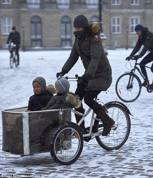 bicicletta a tre ruote, principessa Mary, Press Association Images