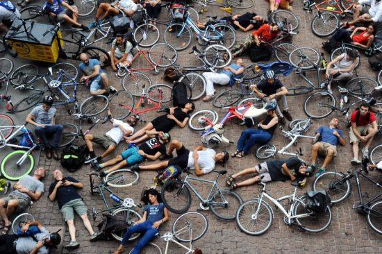 ciclisti a Palazzo Marino