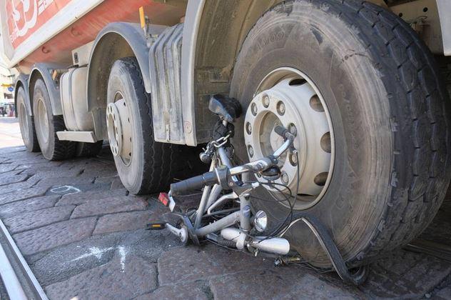 bici investita camion
