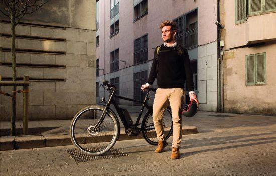 ragazzo con bici