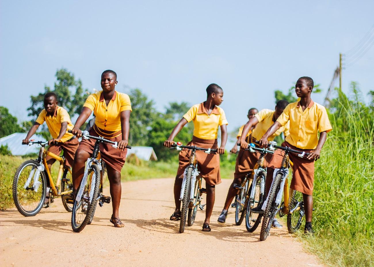 gruppo su bici in bambù