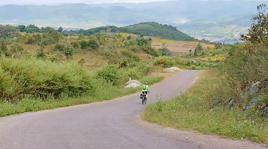 sergio borroni myanmar in bicicletta