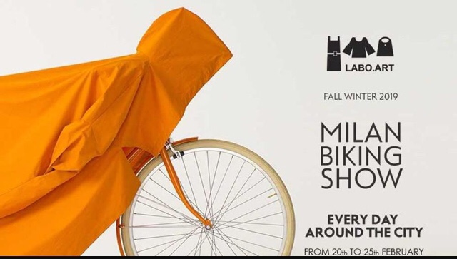 milano fashion week sfilata bici