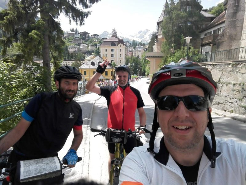 cicloturisti felici