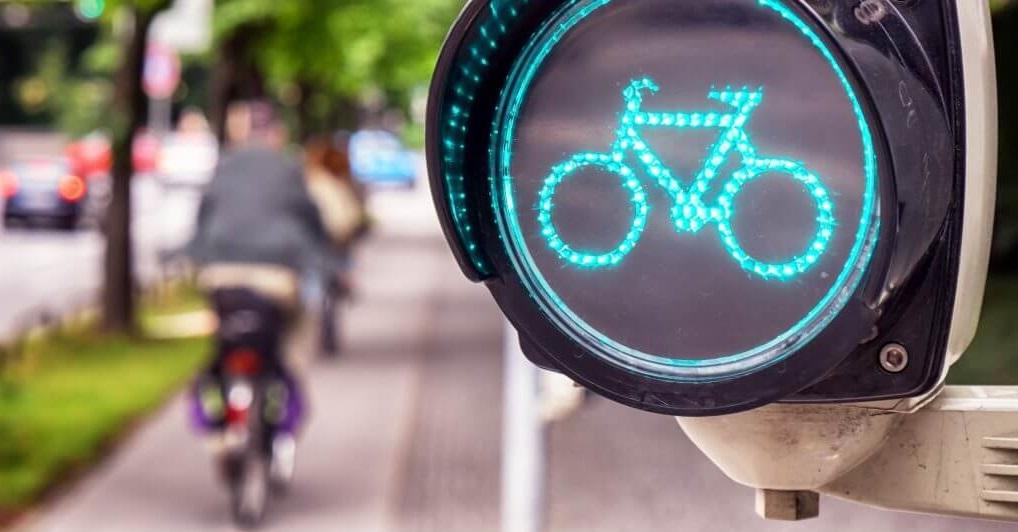 Semaforo verde bici via libera mobilità