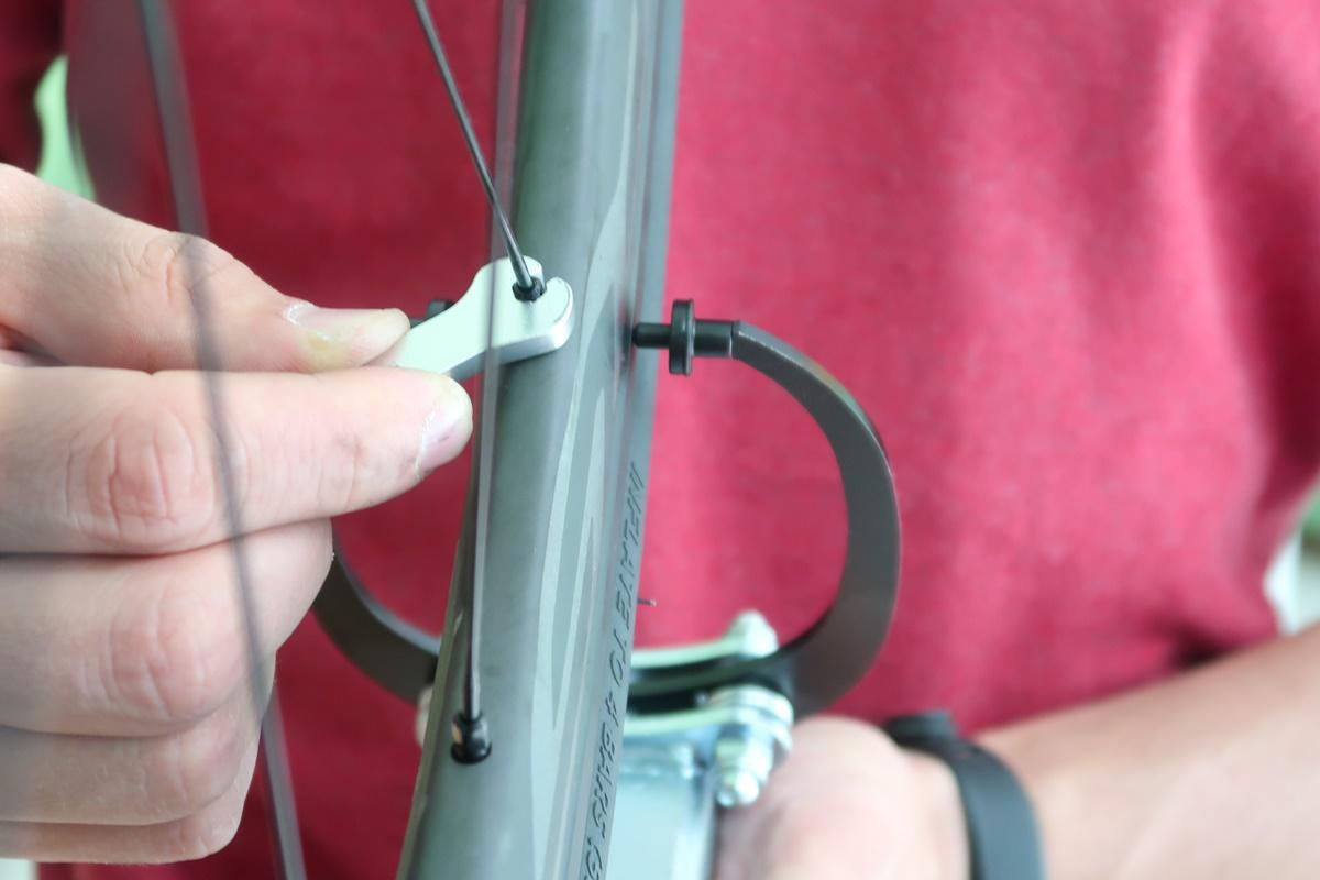 centrare la ruota della bici non è difficile