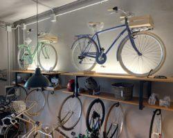 City bike in esposizione da Bear's Garage
