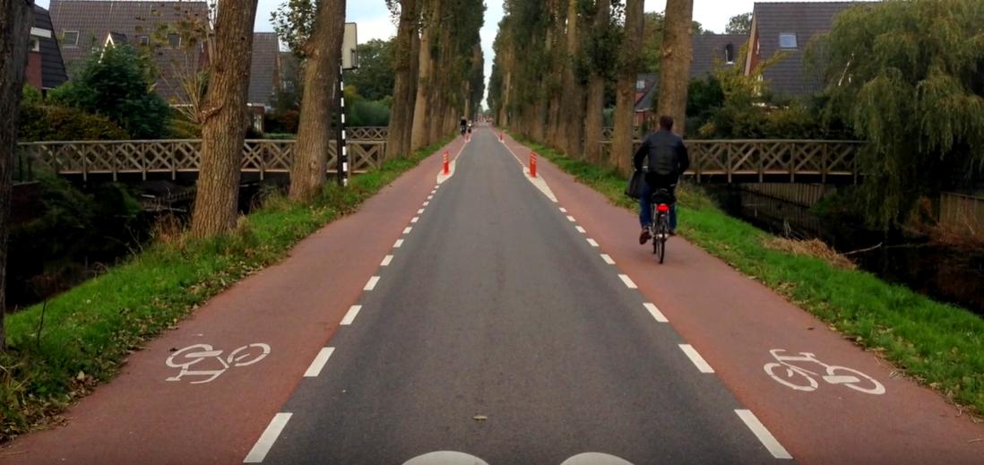 strada a precedenza biciclette