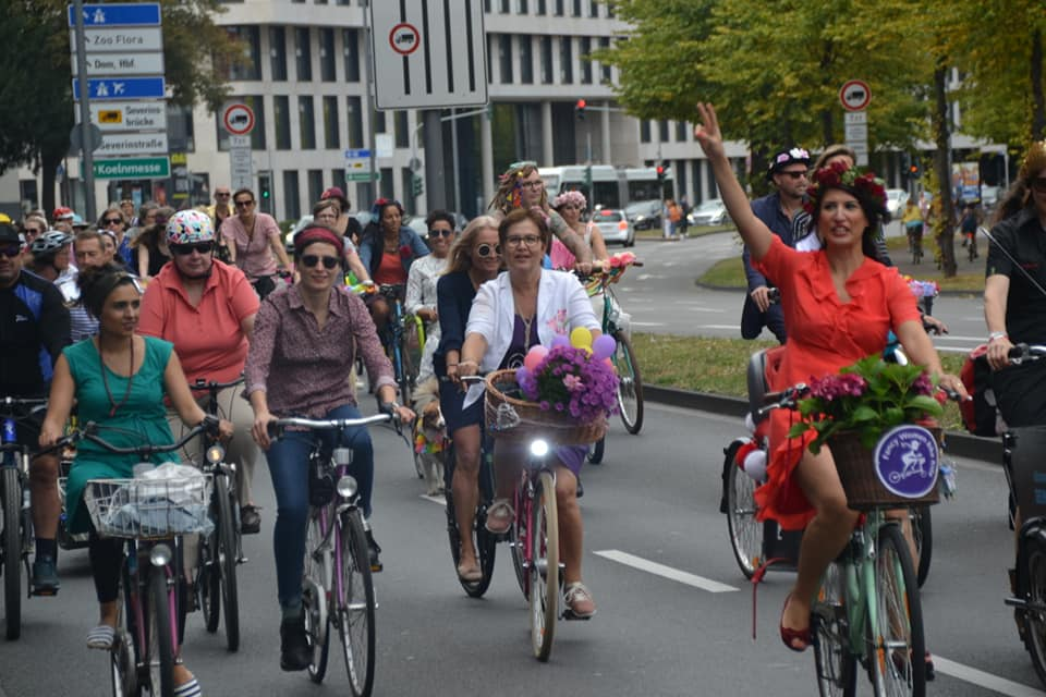 Koln fancy women bike ride 1