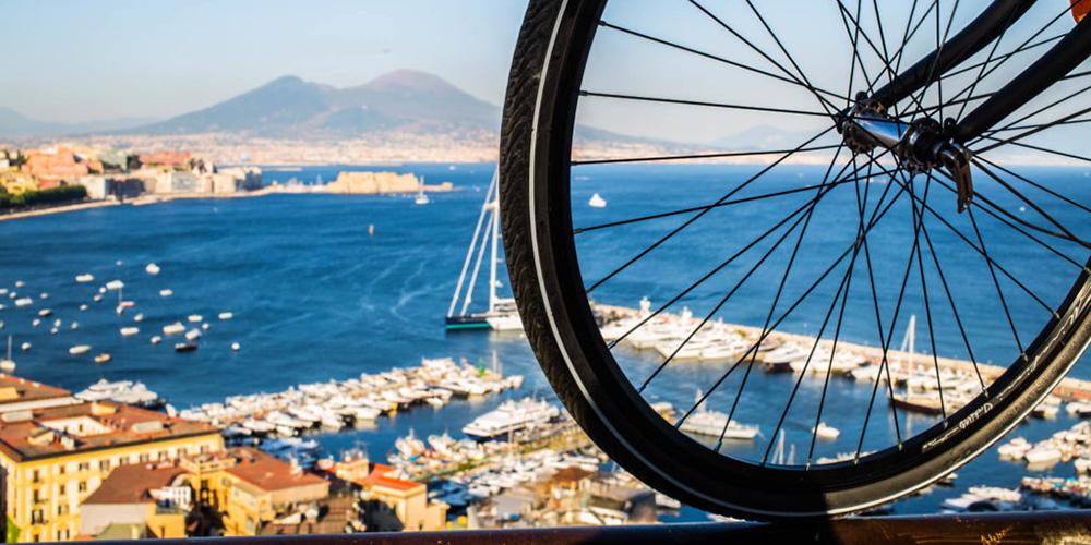 Napoli ciclabile bicicletta mobilità