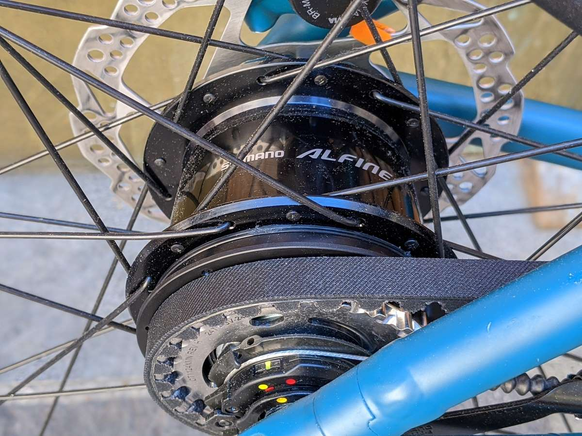 Bici manutenzione alfine canyon commuter