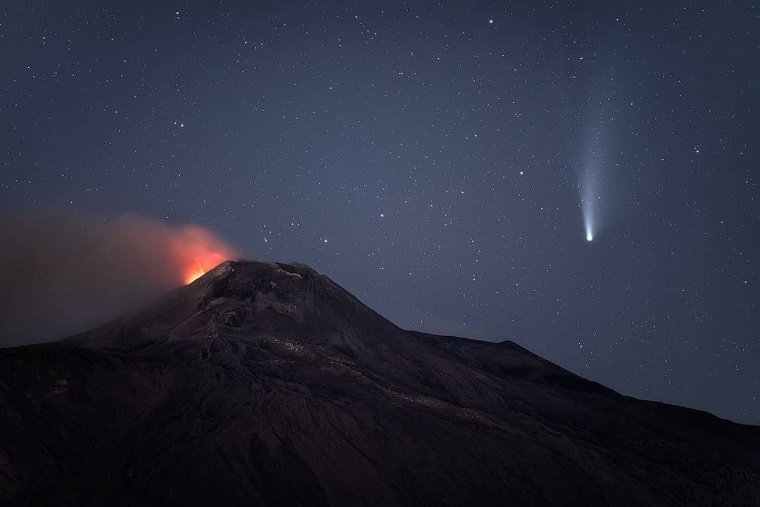 Etna e cometa Neowise crediti Gianluca Musmeci Photography