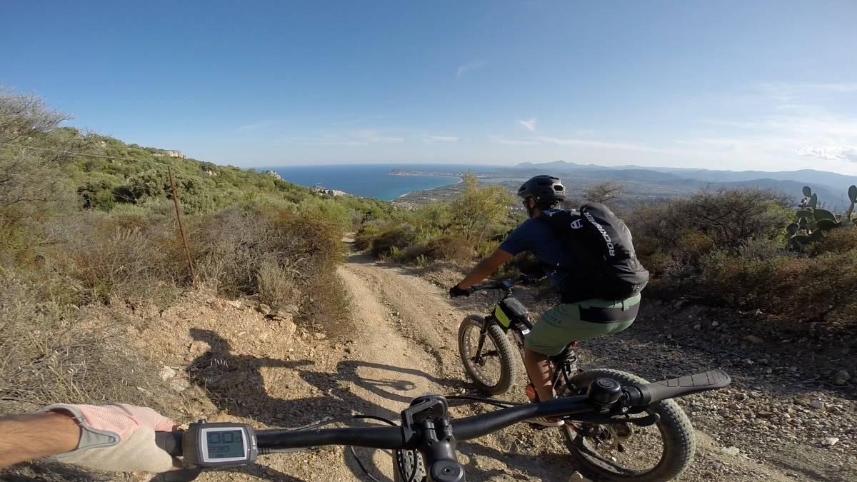 In bici in Sardegna, crediti Sardovagando
