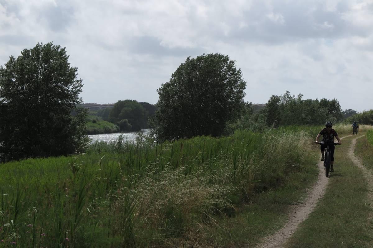 Ciclovia Tiberina Tevere - in bici lungo gli argini del fiume