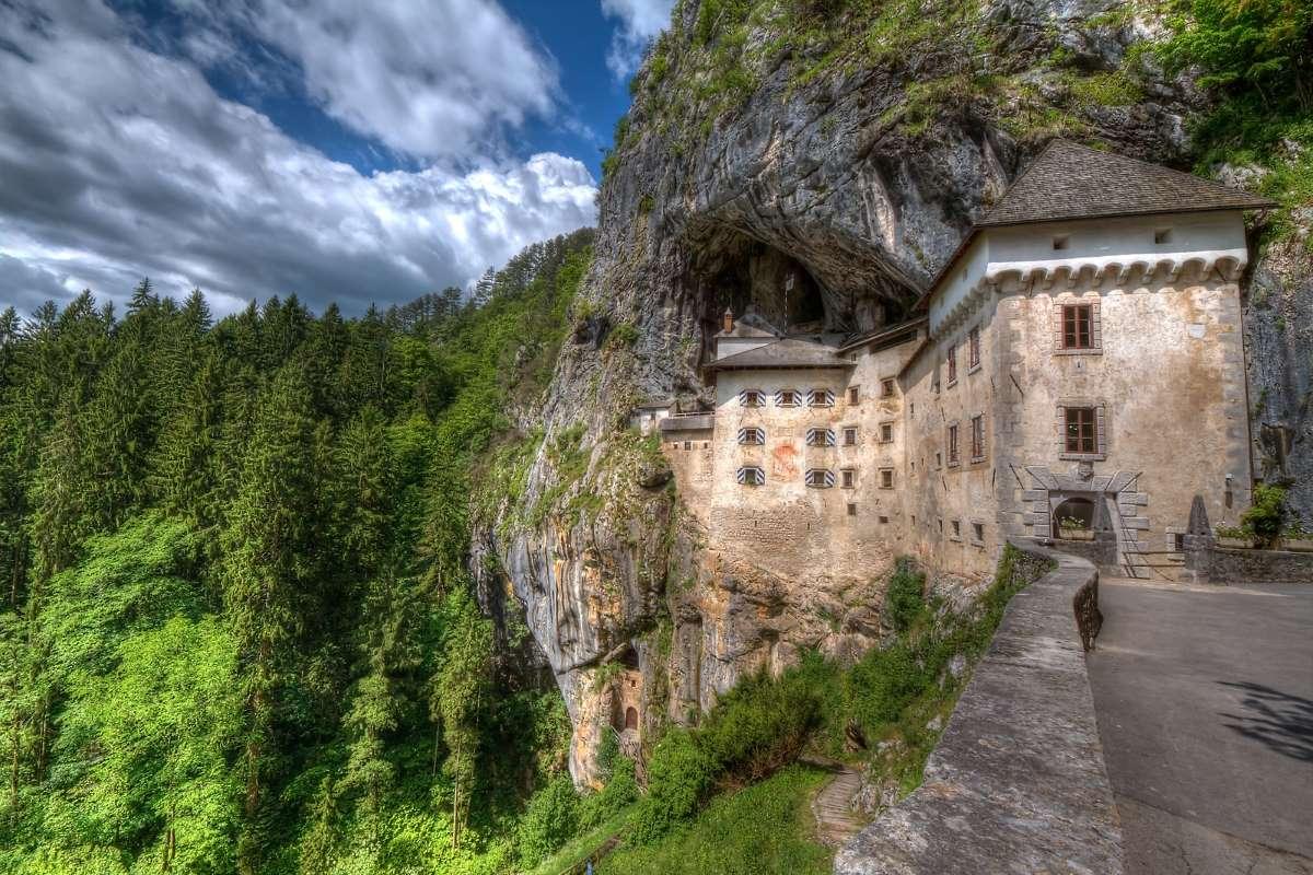 Castello di Predjama, Carso Verde, Slovenia Slovenian Tourist Board