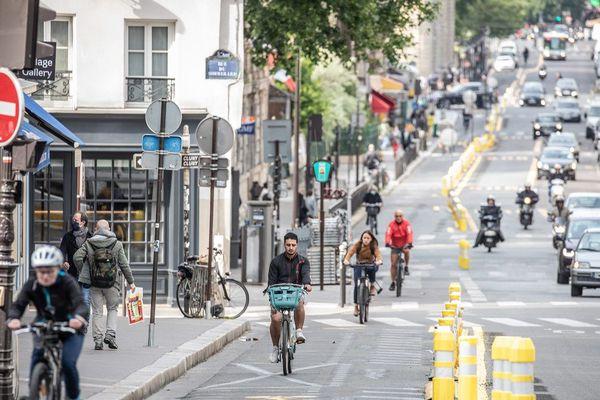 Parigi: più ciclabili e meno parcheggi