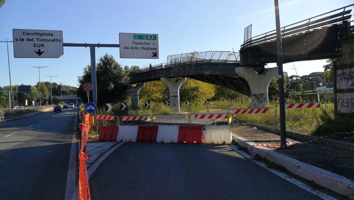 Ponte ciclopedonale abbattuto Via Laurentina Roma