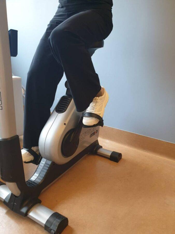 Riabilitazione con cyclette in un paziente operato