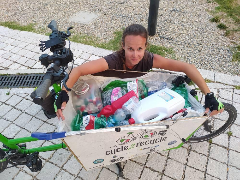 """Myra Stals che ha attraversato l'Italia in bìci per """"cycle 2 recycle"""""""