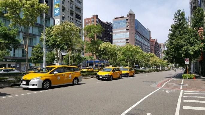 Taipei ciclabile traffico taxi