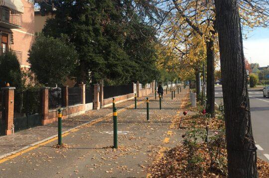 Bikeitalia - Modena e i paletti dissuasori sulle piste ciclabili