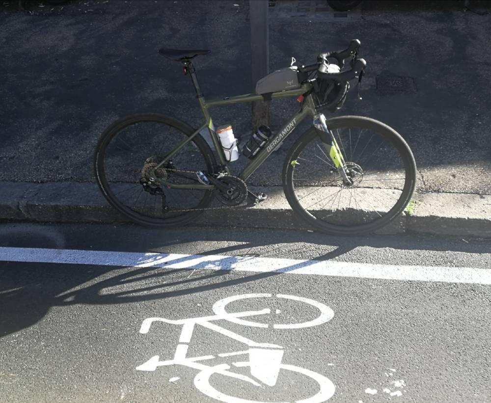 corsia ciclabile e bici Bergamont