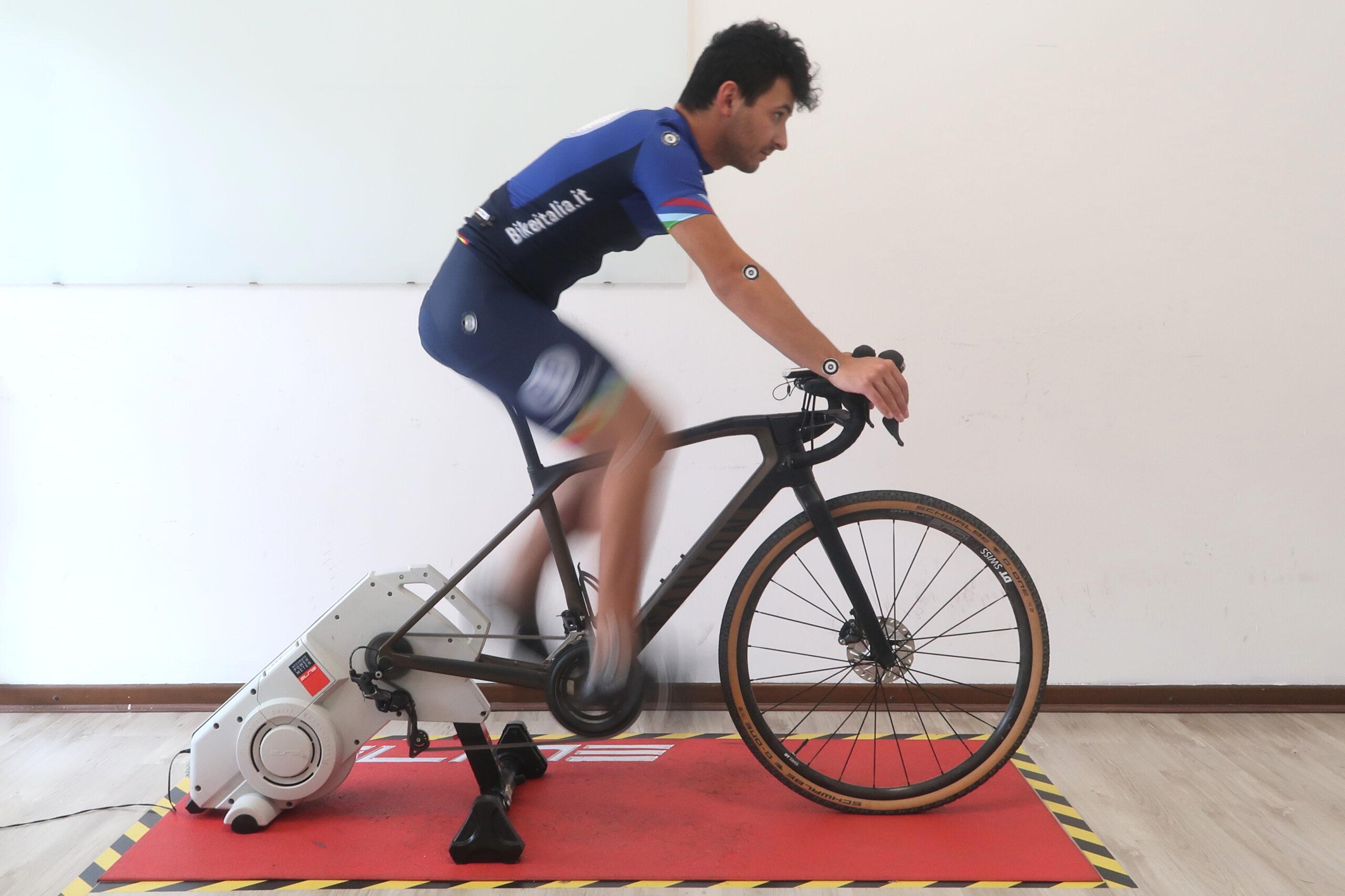 Ciclista che pedala