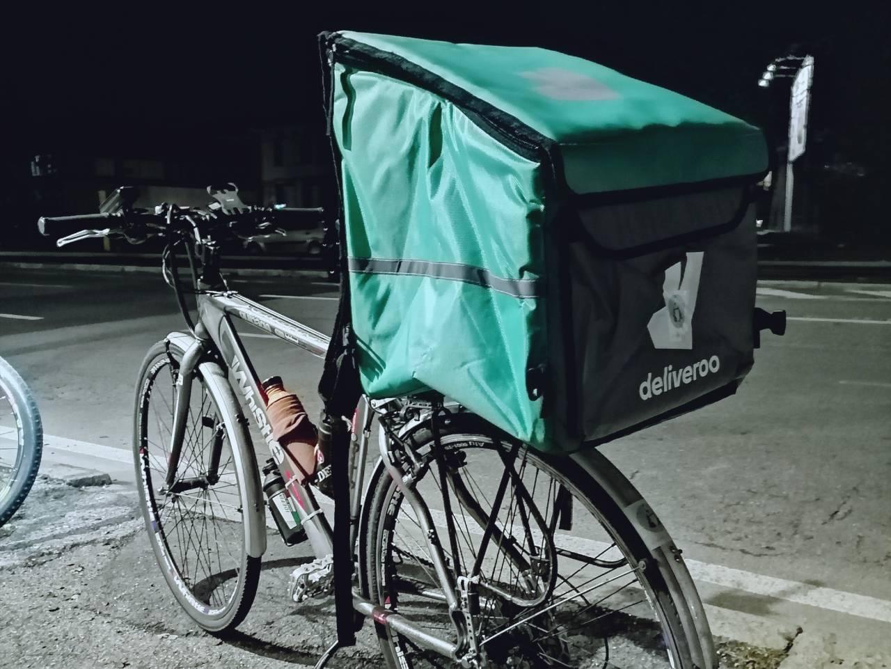 Deliveroo zaino e bici rider