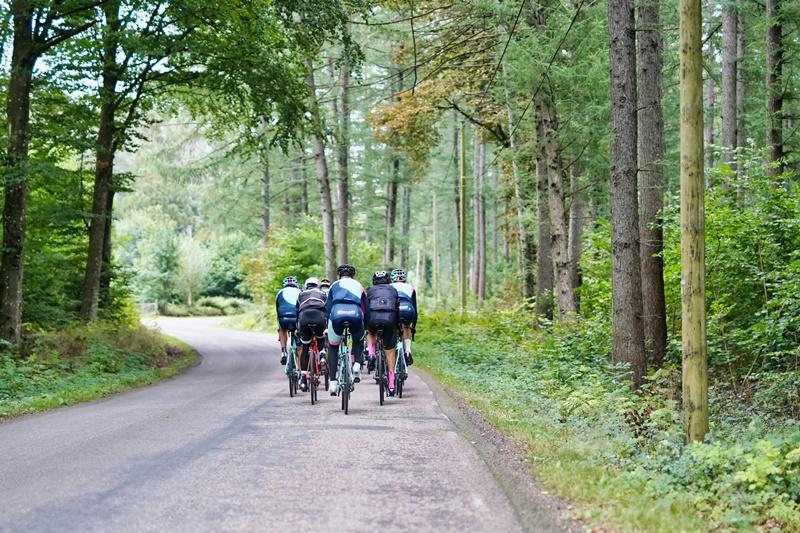 In salita pedalate seduti o in piedi sui pedali?