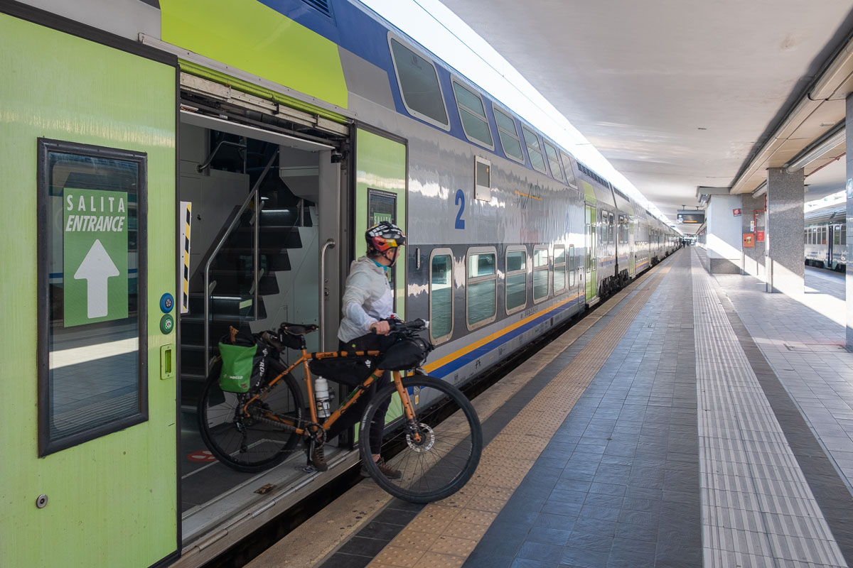 Treno Intercity con trasporto bici