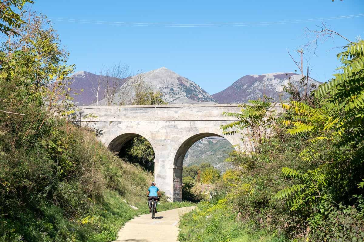 Pedalando lungo la Ciclovia dei Parchi della Calabria