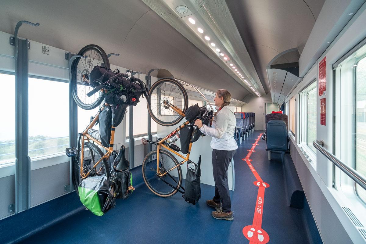 Treno Intercity con trasporto bici al seguito