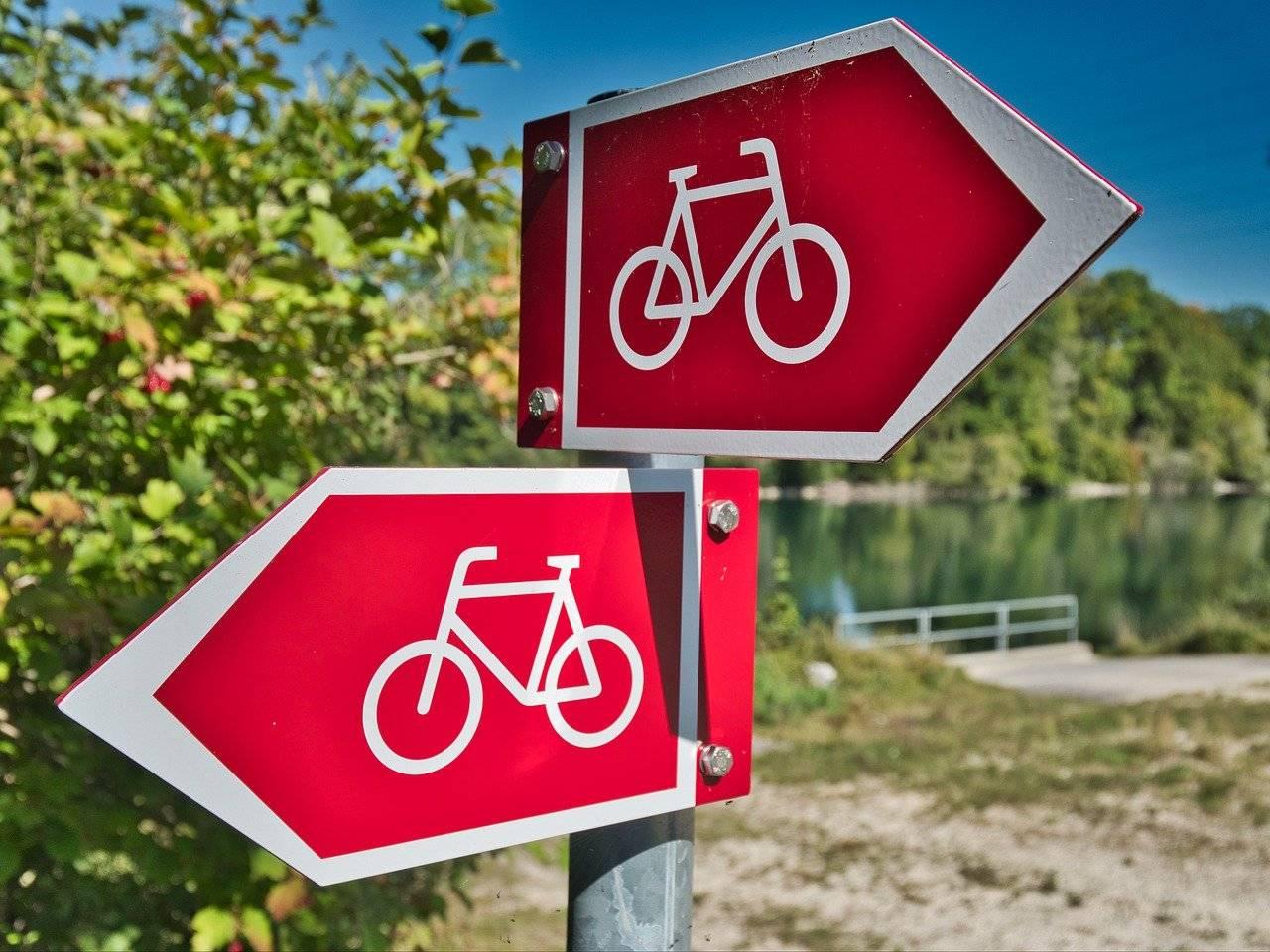 Ciclovia segnali bici direzioni