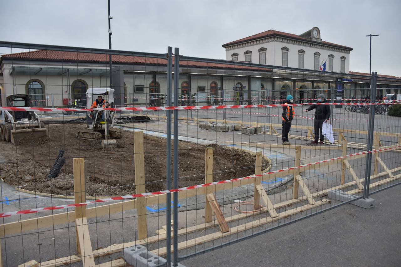 Lavori in corso per realizzare la velostazione di Bergamo