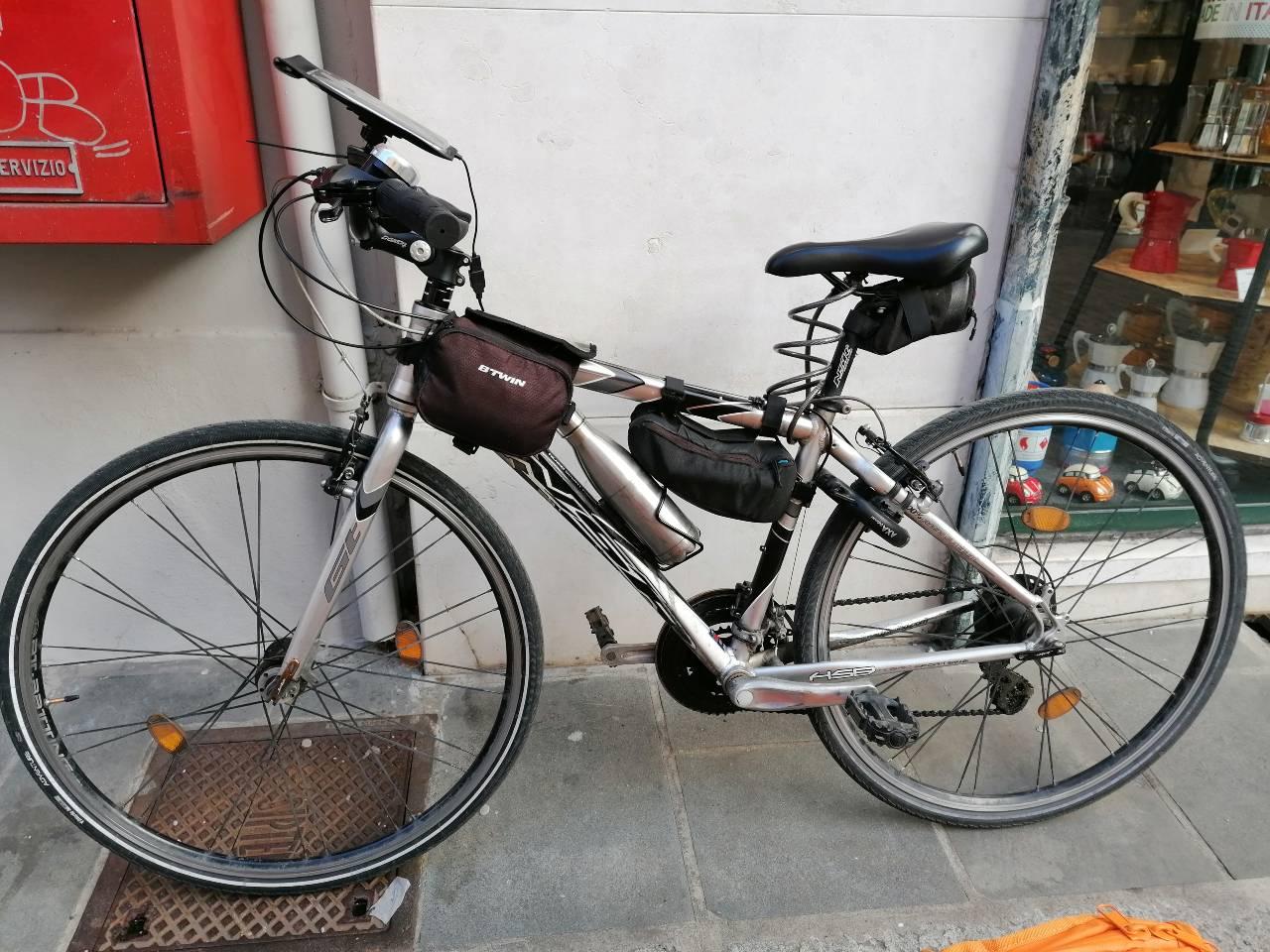 Bici rider consegne di cibo in bicicletta