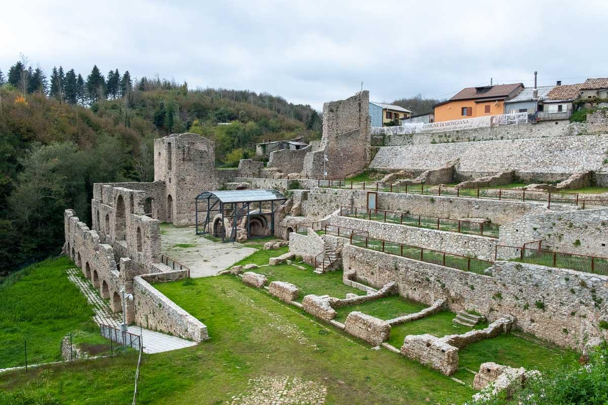 Ciclovia Parchi Calabria resti antichi