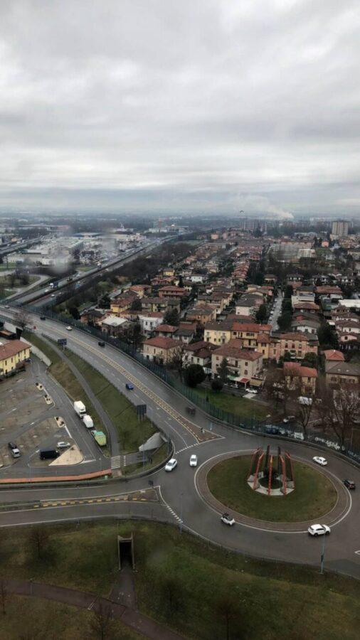 Rotonda Brescia vita da rider città autocentriche