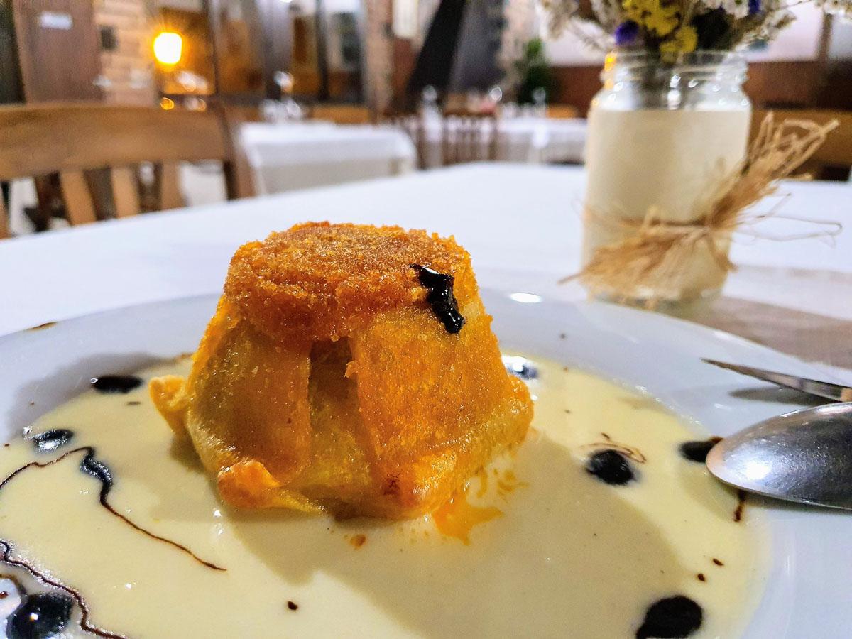 Tortino patate al forno, porcini, salsiccia, provola silana da mangiare in Calabria