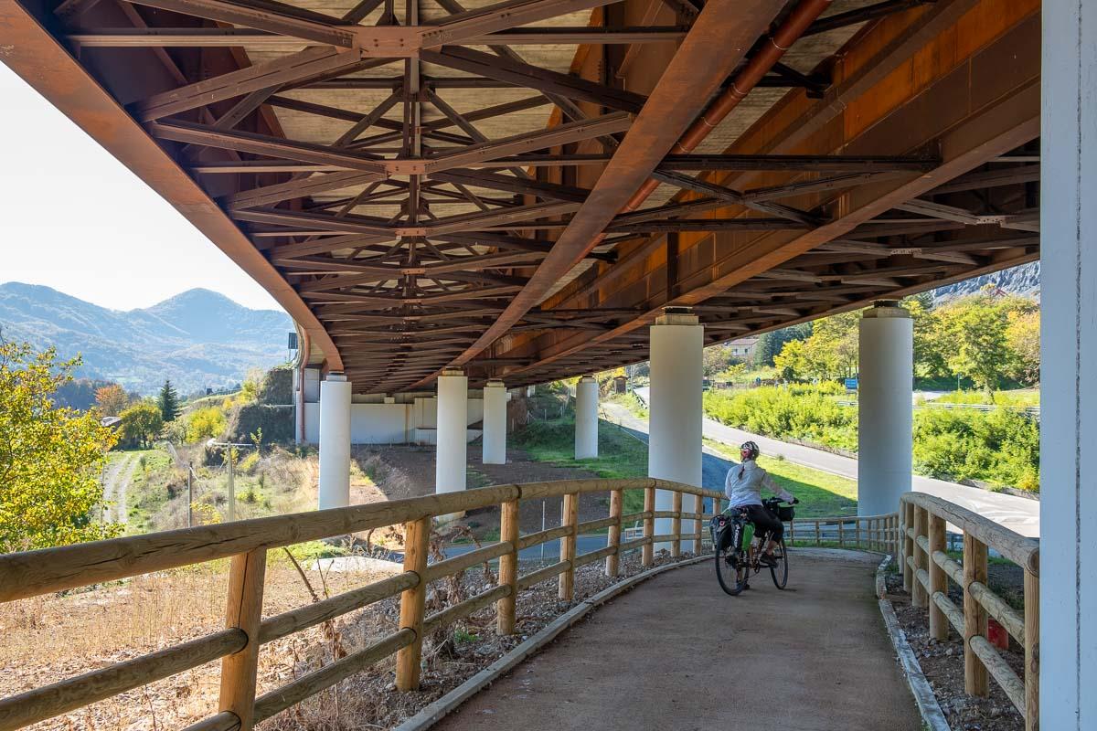 Ciclabile sotto il ponte Pollino Calabria