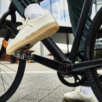Adidas Velosamba piede agganciato al pedale