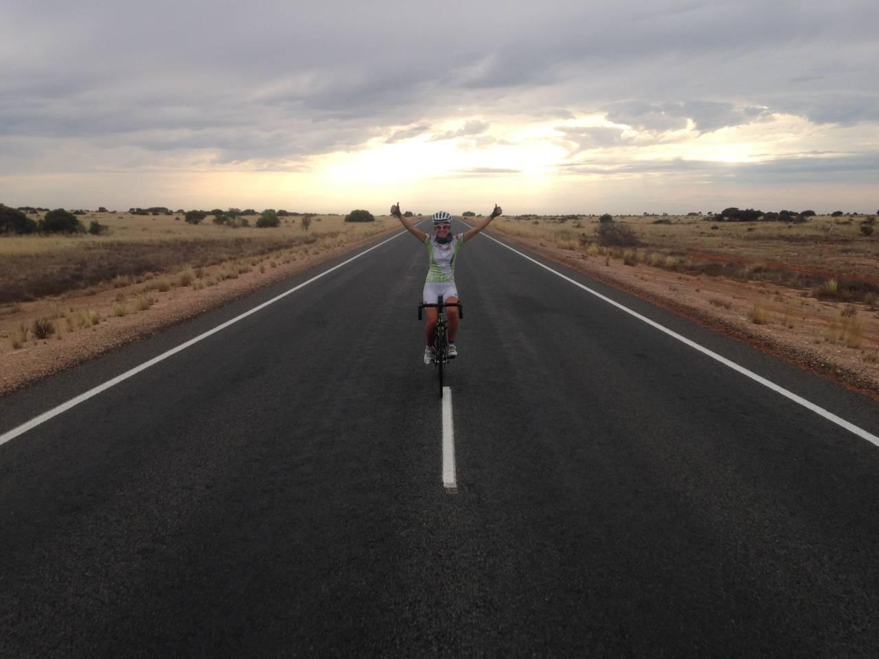Paola Gianotti strada deserto Australia