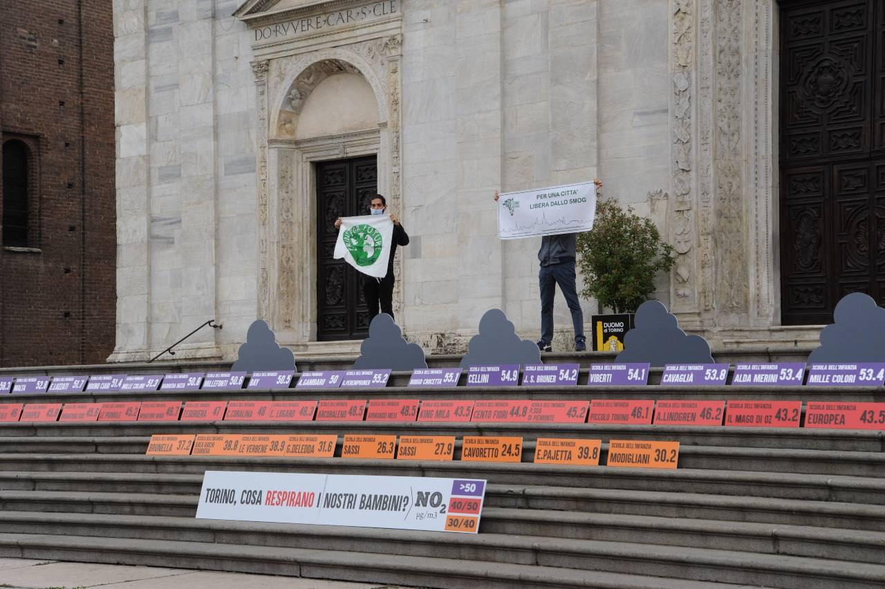 Torino inquinamento aria bambini flash mob