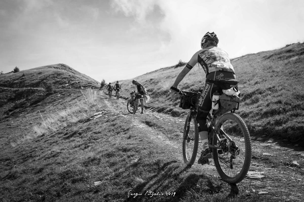In bici foto bianco e nero mtb sterrato