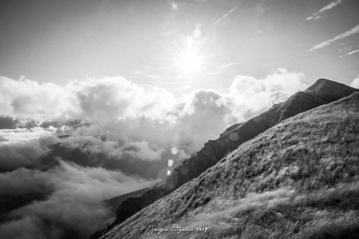 Sole bianco e nero montagna Liguria